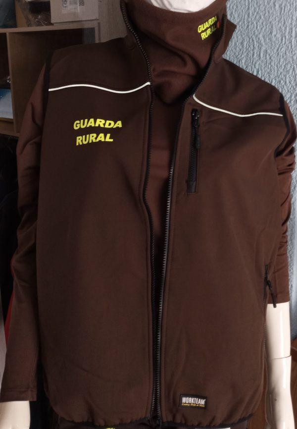 CHALECO SOLF SHELL MARRÓN GUARDA